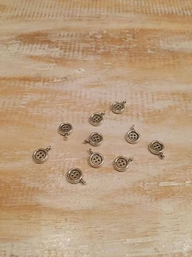 Button Charms x 10 A Pack