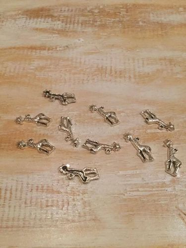 Giraffe Charms x 10 A Pack