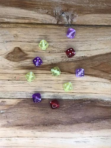 10 Plastic Dice with Hole Bead